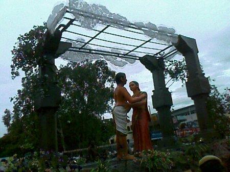 Iniyavai Narpadhu 40 - Semmozhi Manadu Kadhal